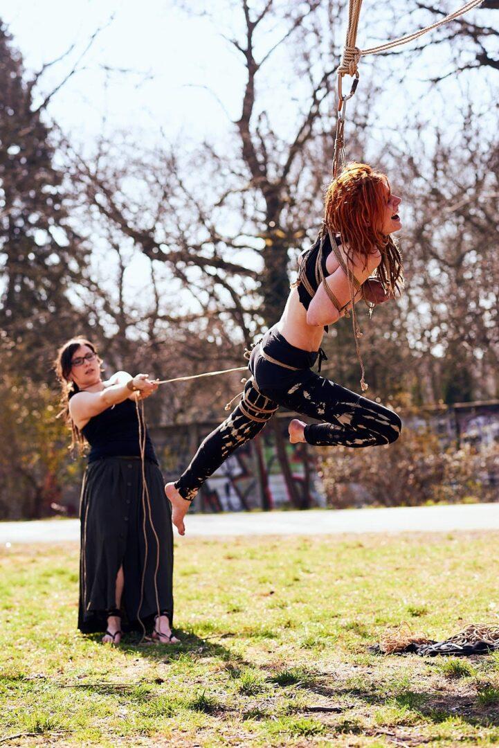 Shibari im Park # Muriel la Roja & Afsana Kink - 17