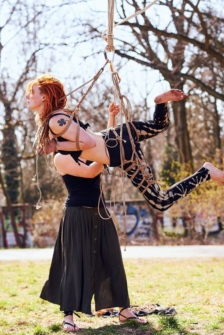 Shibari im Park # Muriel la Roja & Afsana Kink - 27