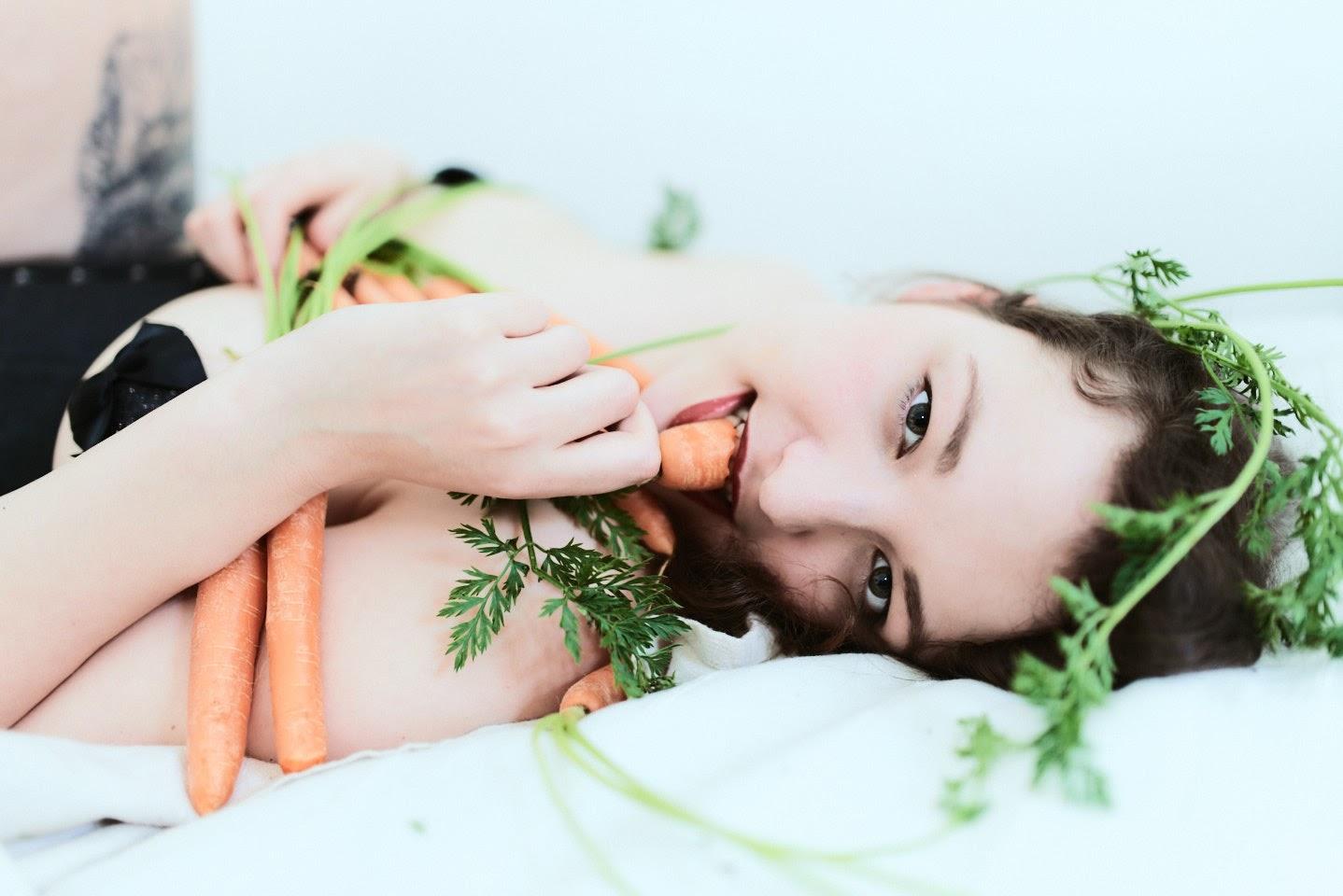 Carrots Pin-Up with Kirsch Kiraz - 15