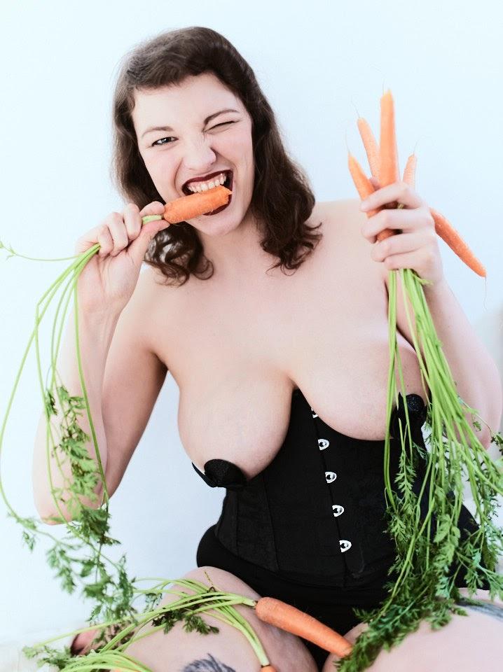 Carrots Pin-Up with Kirsch Kiraz - 9
