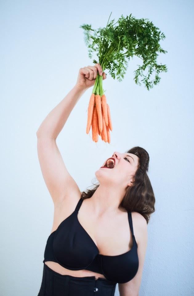 Carrots Pin-Up with Kirsch Kiraz - 1
