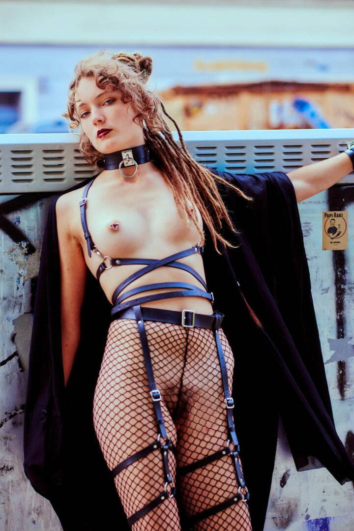 Leona as Kinky greek Goddess in Neukölln - 2