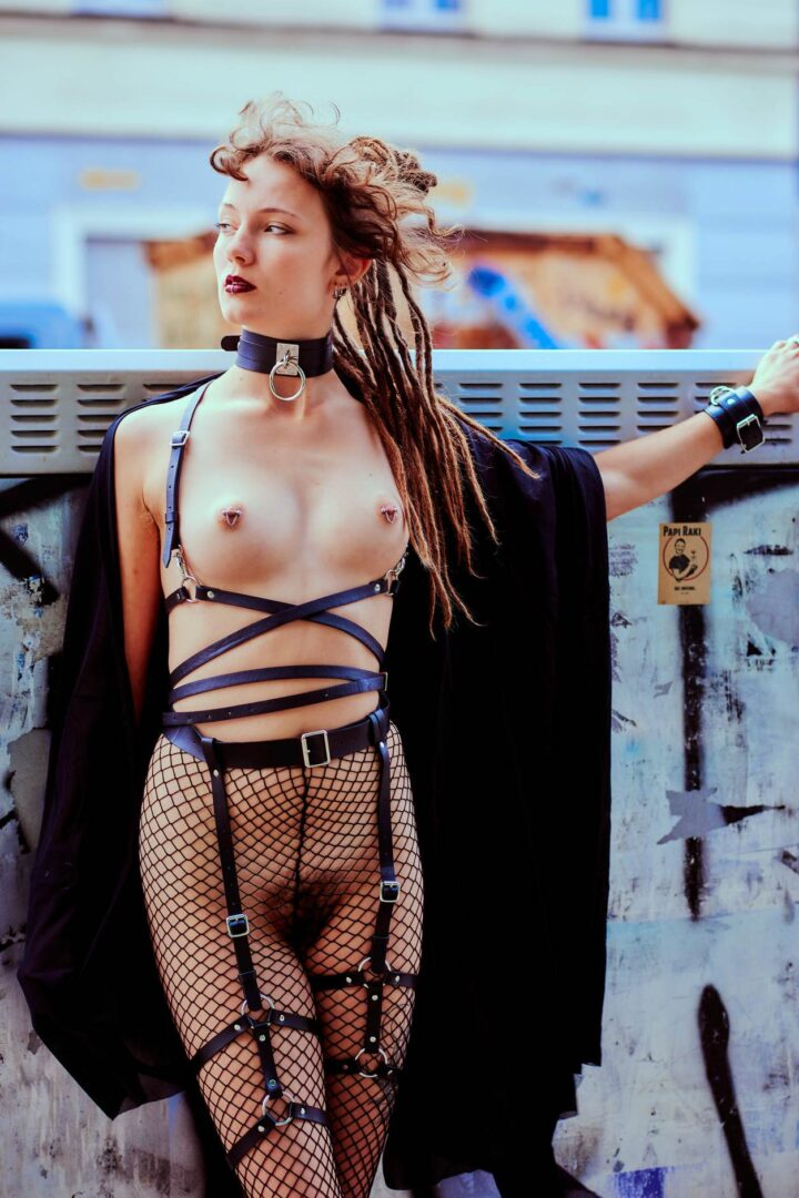 Leona as Kinky greek Goddess in Neukölln - 3