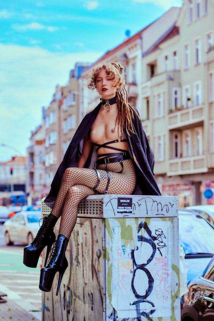 Leona as Kinky greek Goddess in Neukölln - 7
