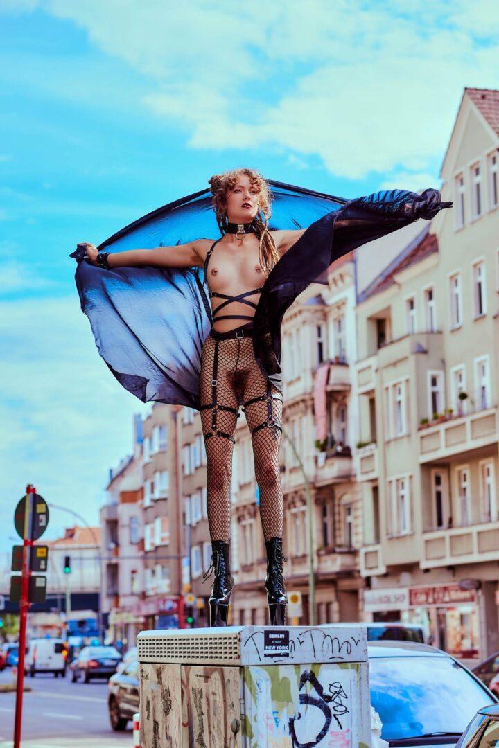 Leona as Kinky greek Goddess in Neukölln - 11