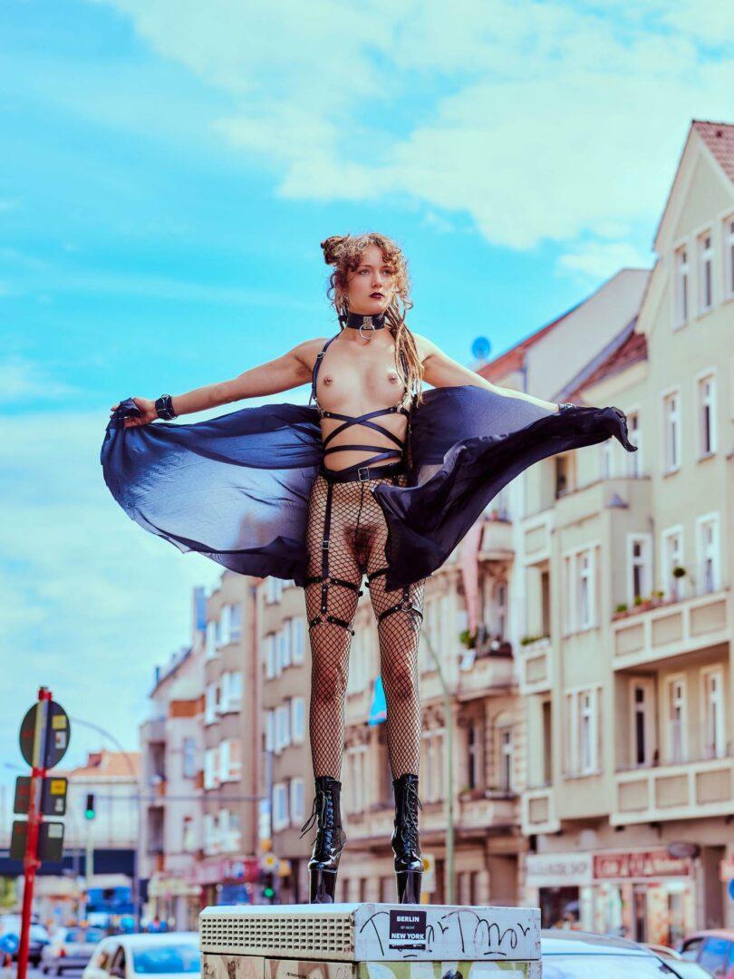 Leona as Kinky greek Goddess in Neukölln - 12