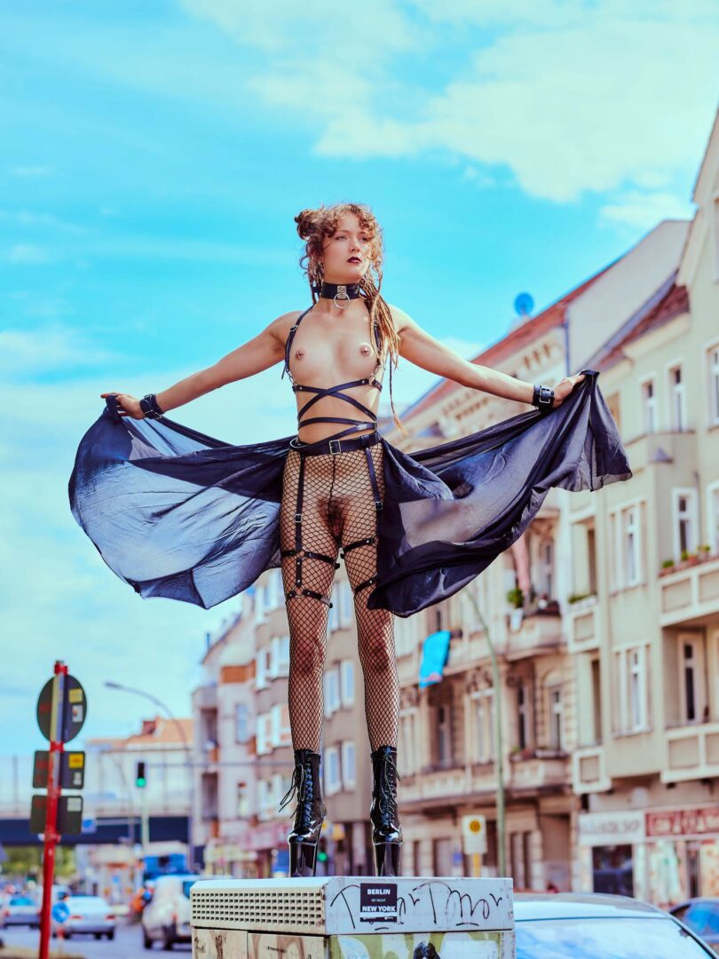 Leona as Kinky greek Goddess in Neukölln - 13