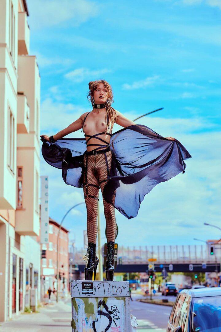 Leona as Kinky greek Goddess in Neukölln - 15