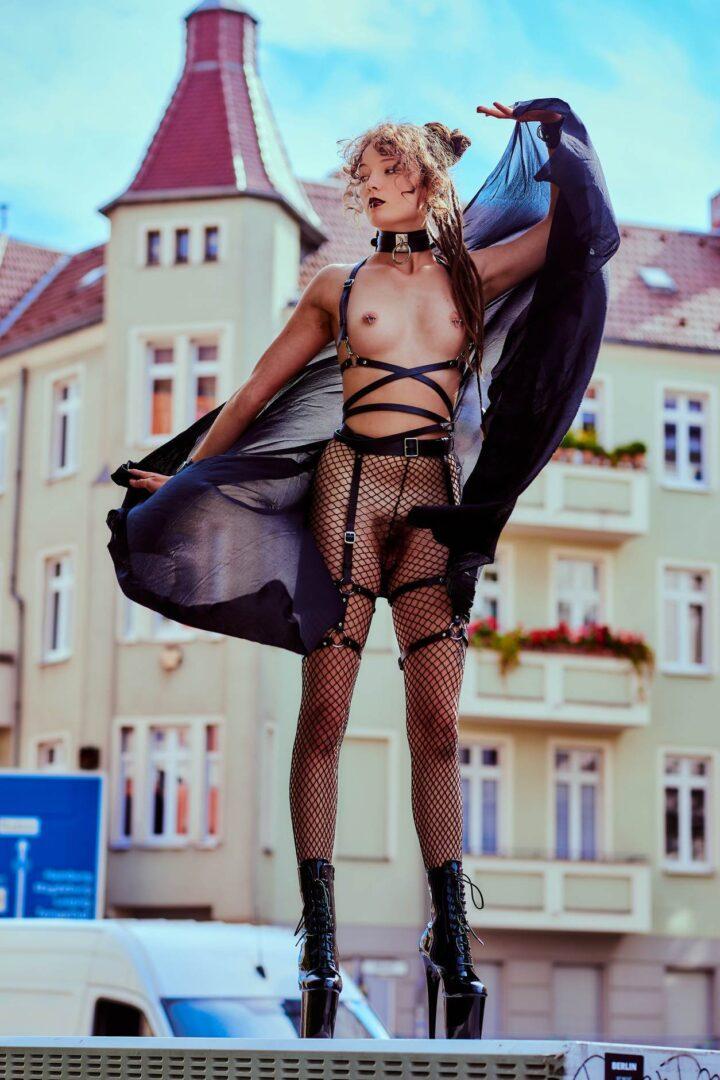 Leona as Kinky greek Goddess in Neukölln - 18